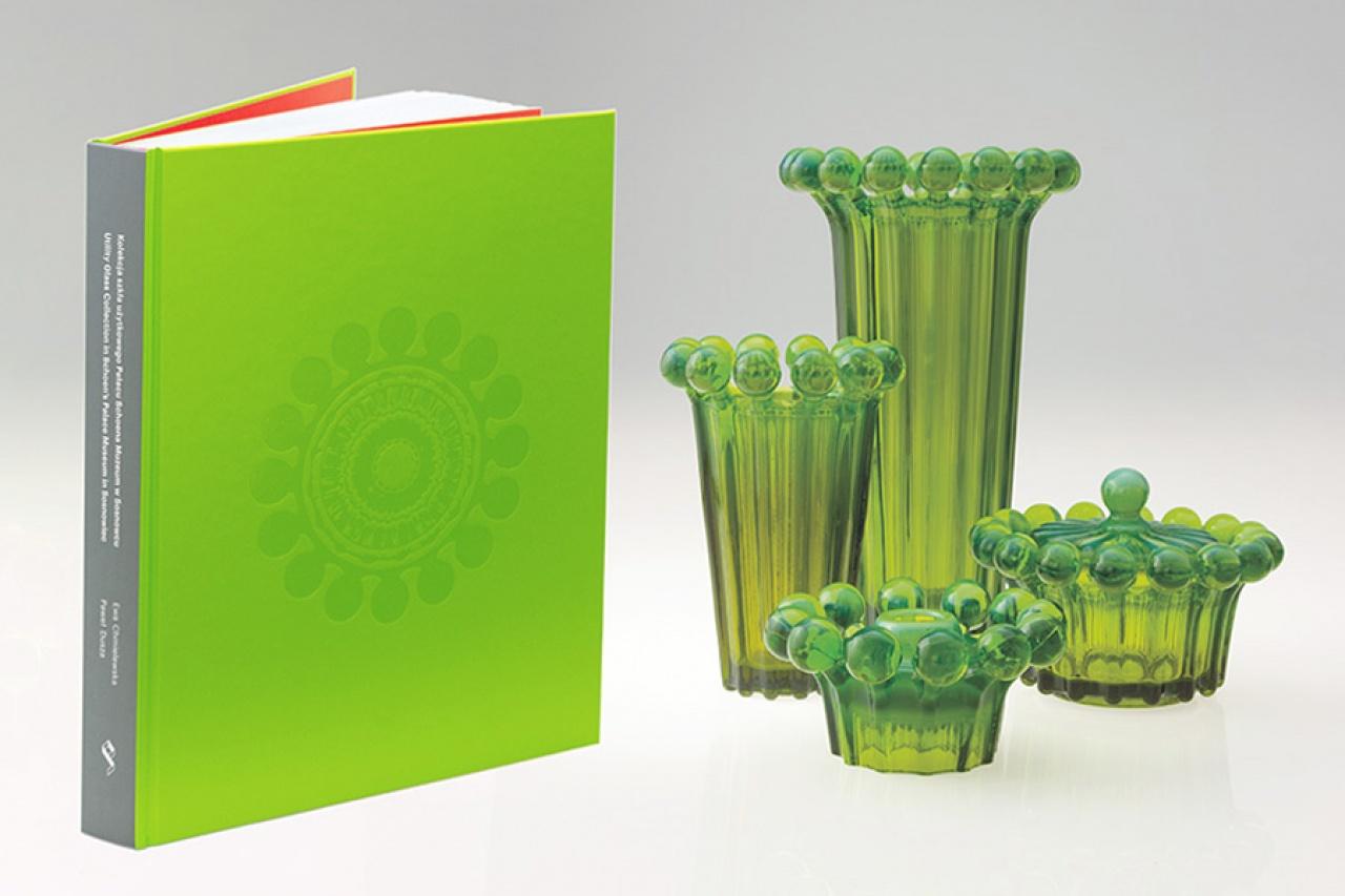 """W sprzedaży! Katalog """"Kolekcja szkła użytkowego Pałacu Schoena Muzeum w Sosnowcu"""""""
