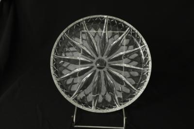 32a. talerz z zestawu 2 talerzy, szkło prasowane, ok. 1987